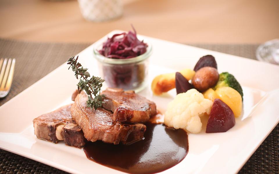 Restaurant-Raetia-Jenins-Michael-Kaufmann-Jessica-Steinkeller-11